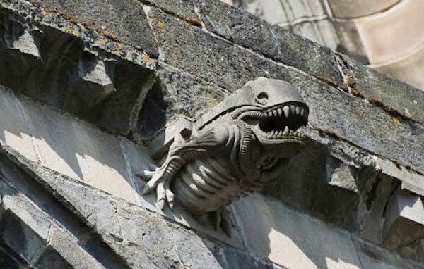 esculturas extrañas alien