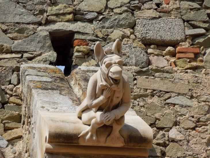 esculturas extrañas burro