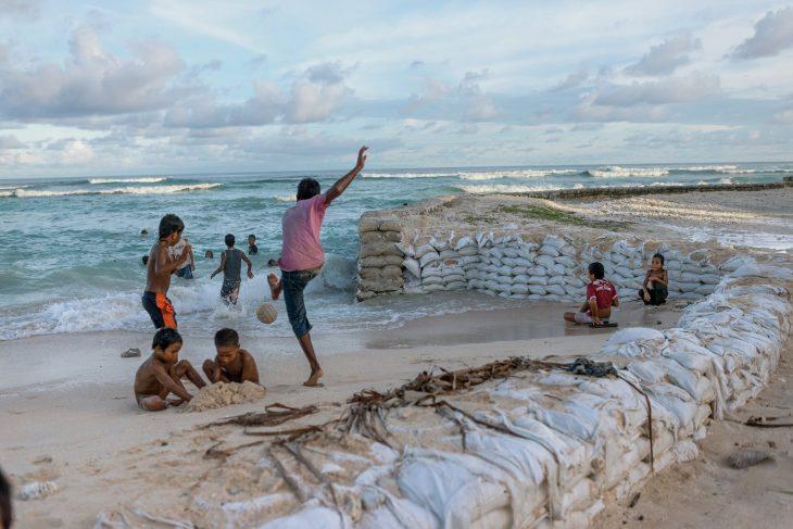 Niños en Kiribati