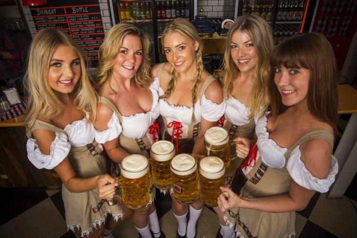 mujeres con cerveza