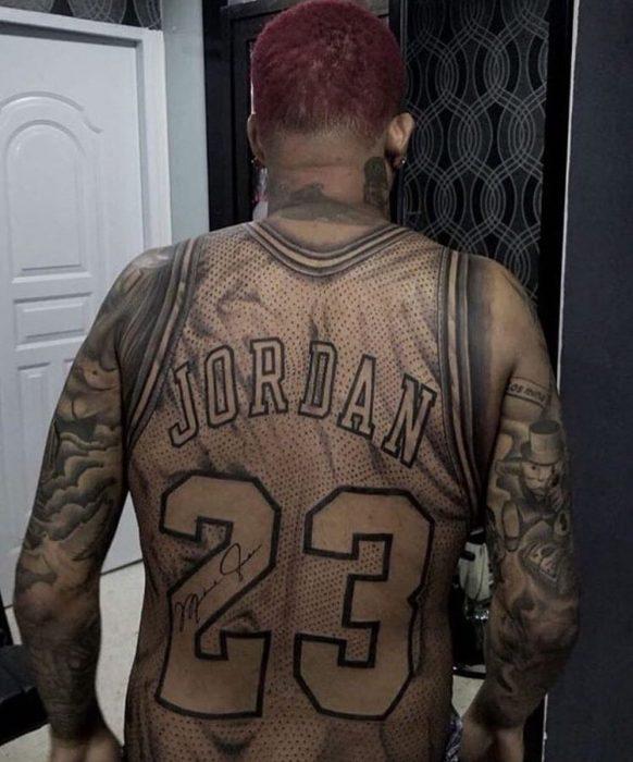 Jersey de Jordan tatuado