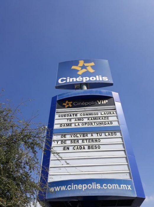 Mensaje en cartelera de cine
