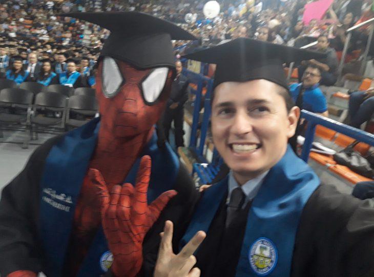 graduación spiderman selfie
