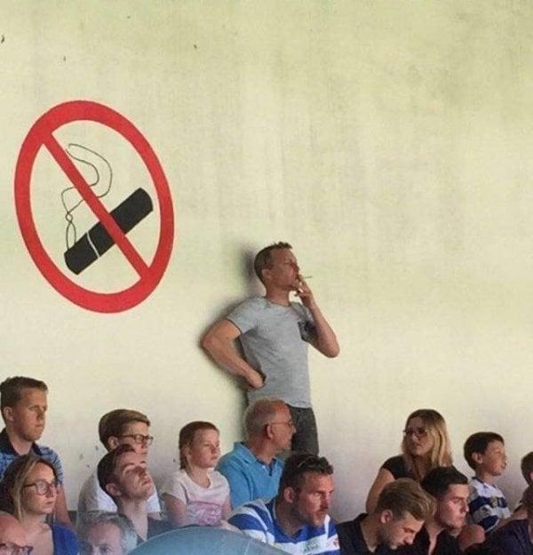 idiotas cigarro