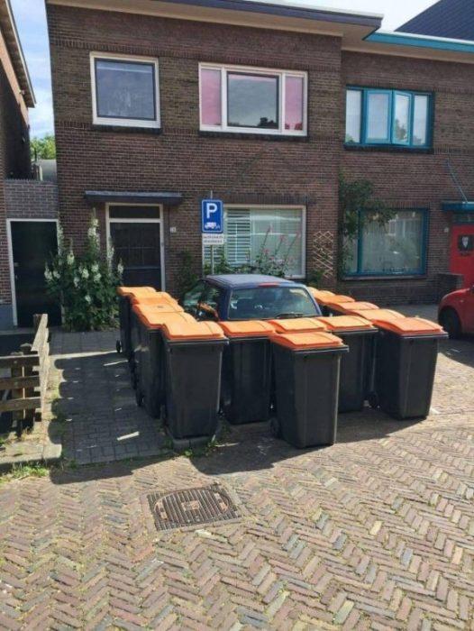 idiotas estacionamiento