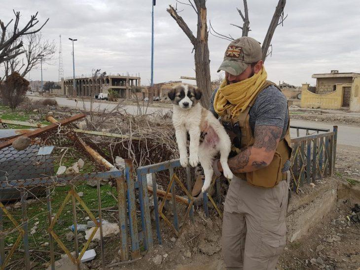 sean barrie perrita siria guerra