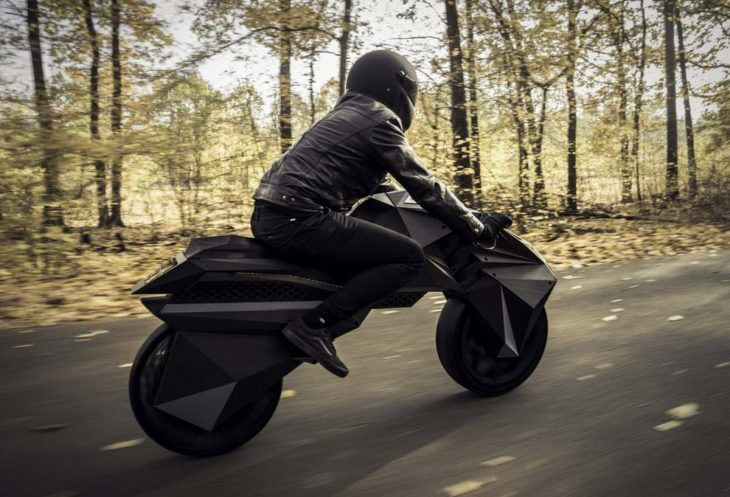 Nera motocicleta campo