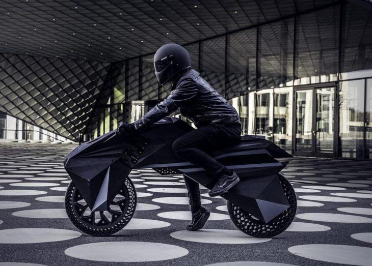 Nera motocicleta