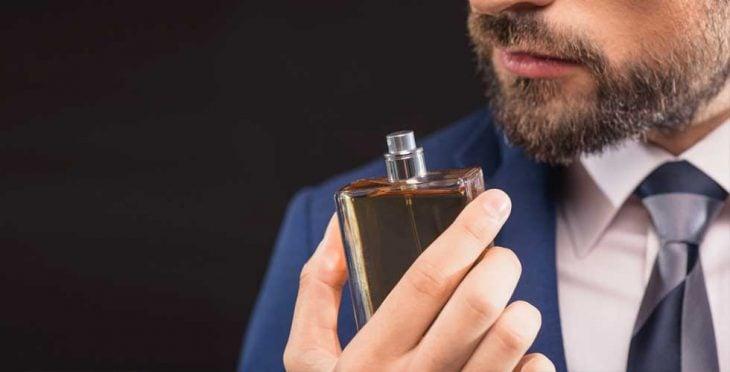 hombre y perfume