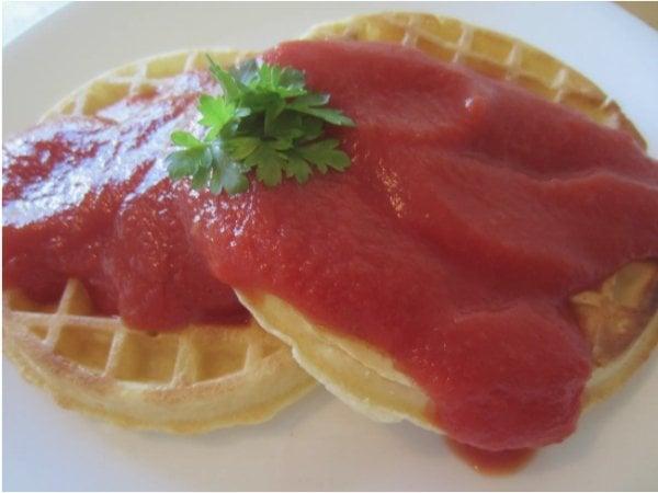 genios culinarios waffles con salsa tomate
