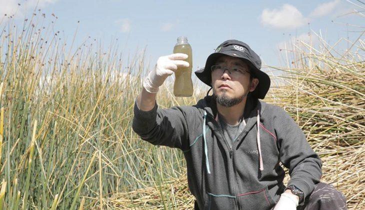 Marino Morikawa limpia laguna