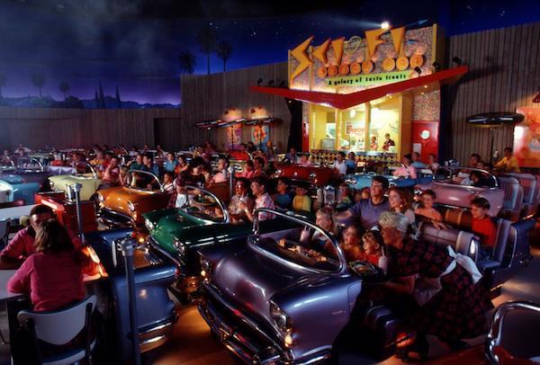 cines Sci-Fi Dine-In de Disney