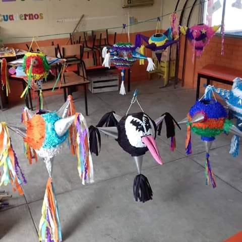 México surrealista piñata