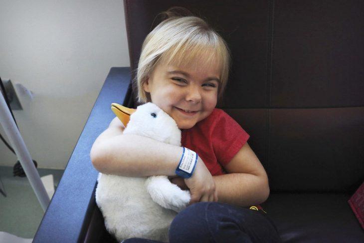 Pato animatrónico para niños con cáncer