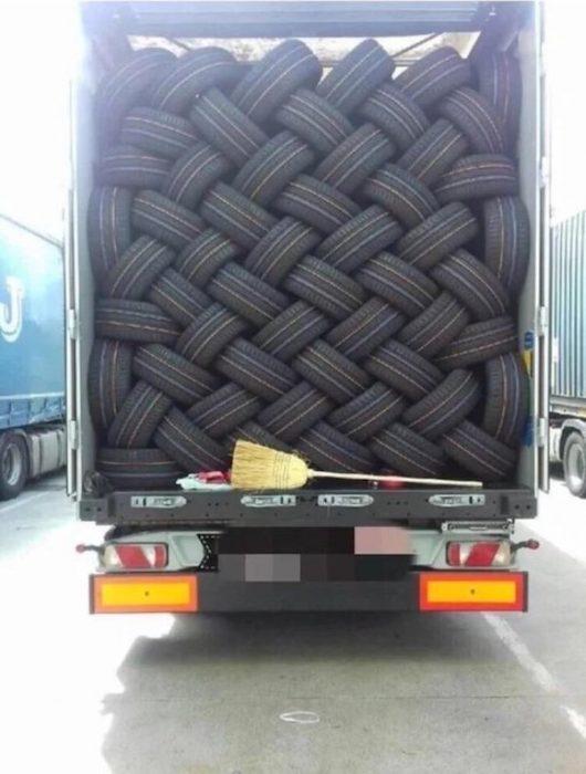 Imágenes de paz dentro de los neumáticos.