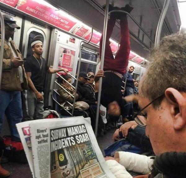 gente extraña cabeza de metro