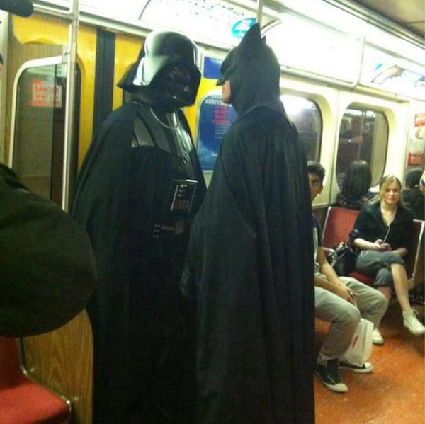 gente extraña metro batman darth vader
