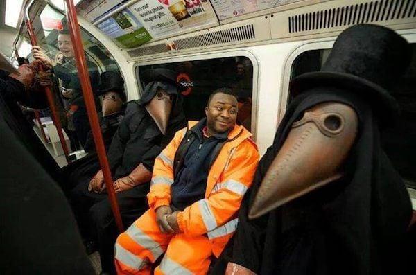gente extraña monstruos del metro