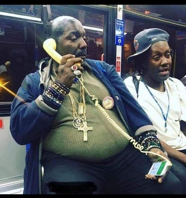 gente extraña rapero de metro