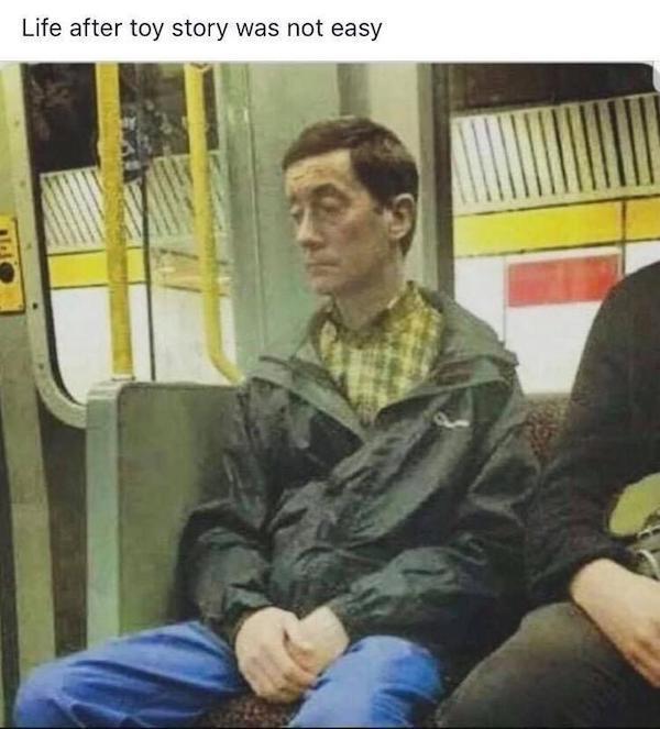 gente extraña metro toy story