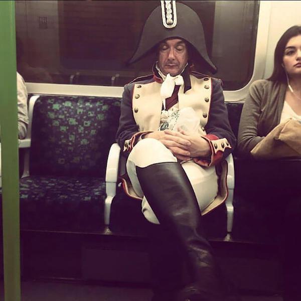 gente extraña del metro de napoleón