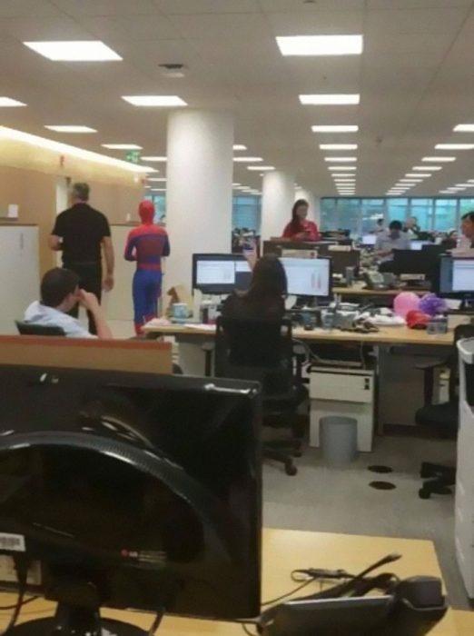Spider Man en la oficina