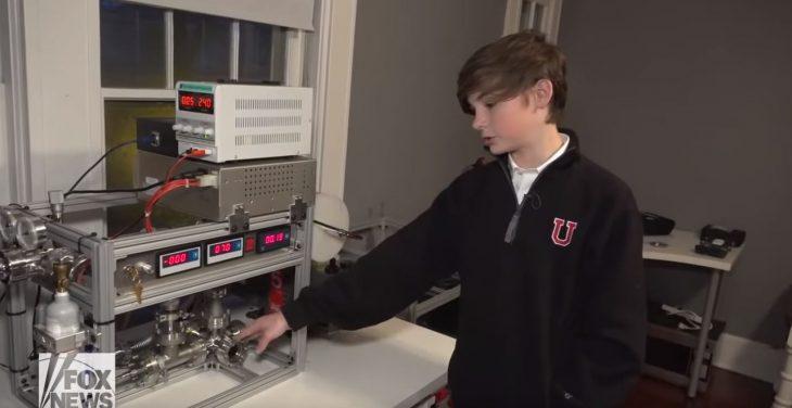 Niño crea un reactor nuclear