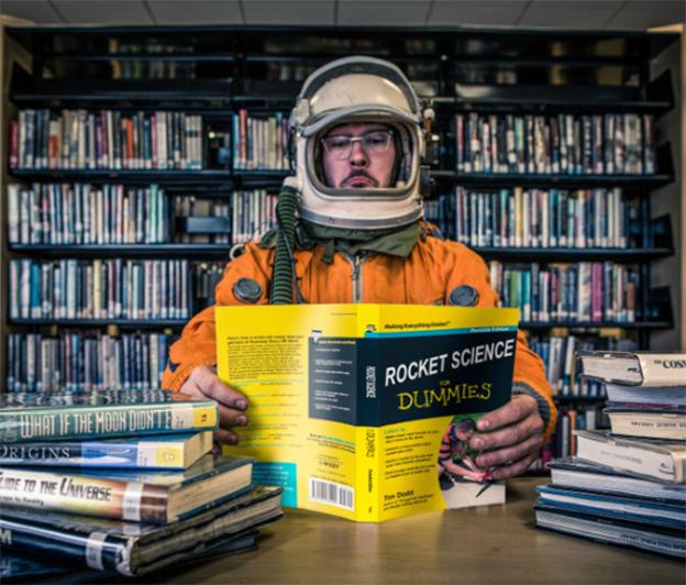 Astronauta leyendo
