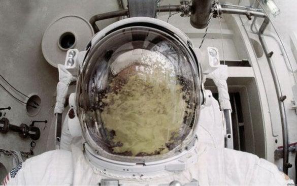 Astronauta vomitado