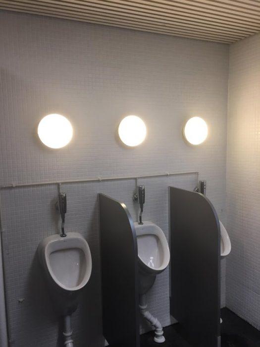 objetos mal diseñados urinales