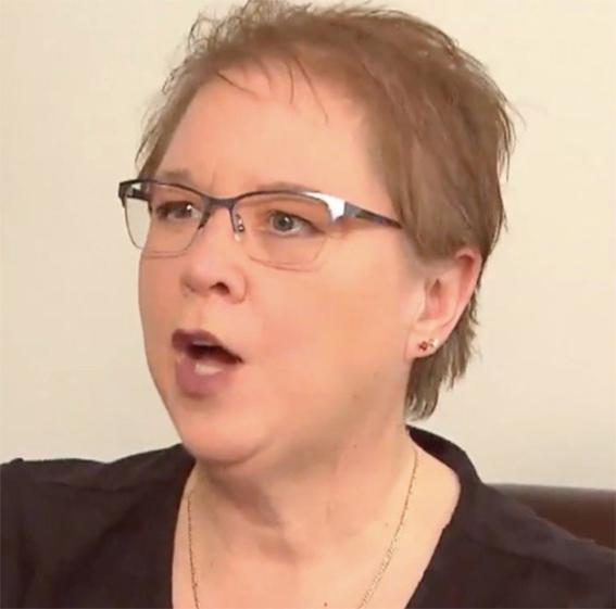 Mujer con lentes