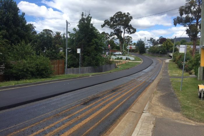 Calle pavimentada con materiales reciclados