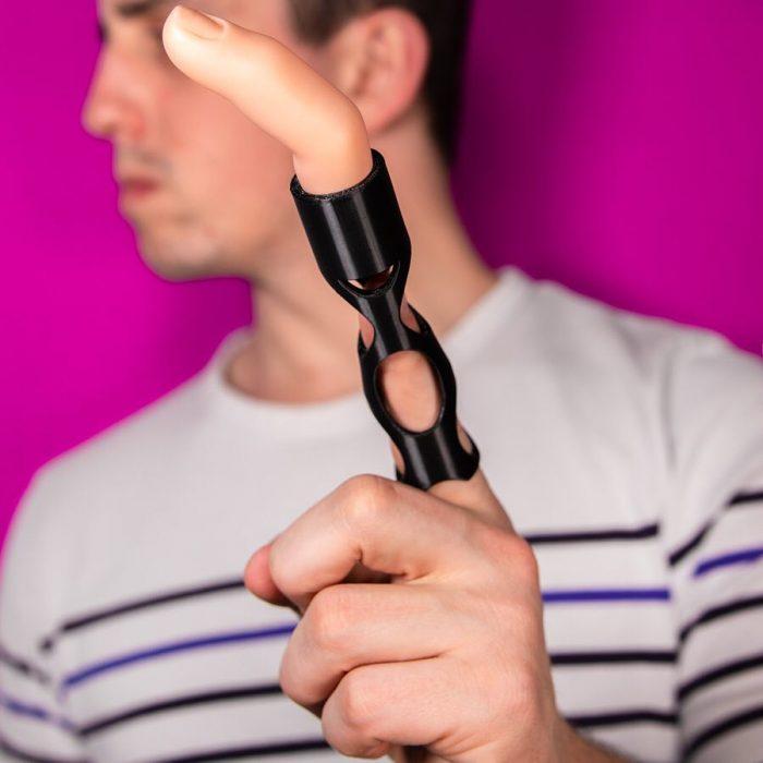Inventos innecesarios alargador dedo