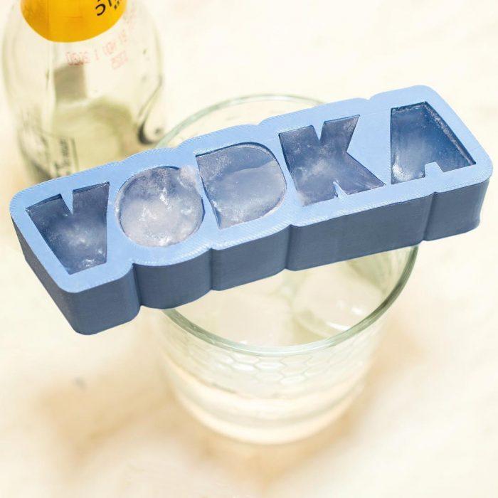 Inventos innecesarios hielo letras vodka