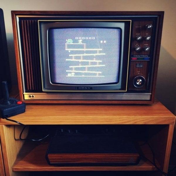 Objetos antiguos que aún sirven tv y atari