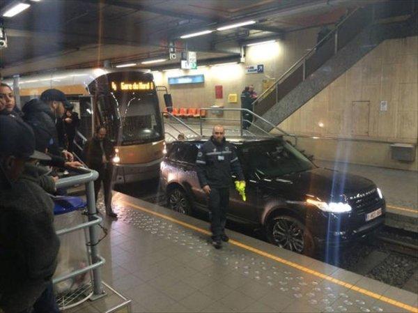 coches en un mal día en el metro