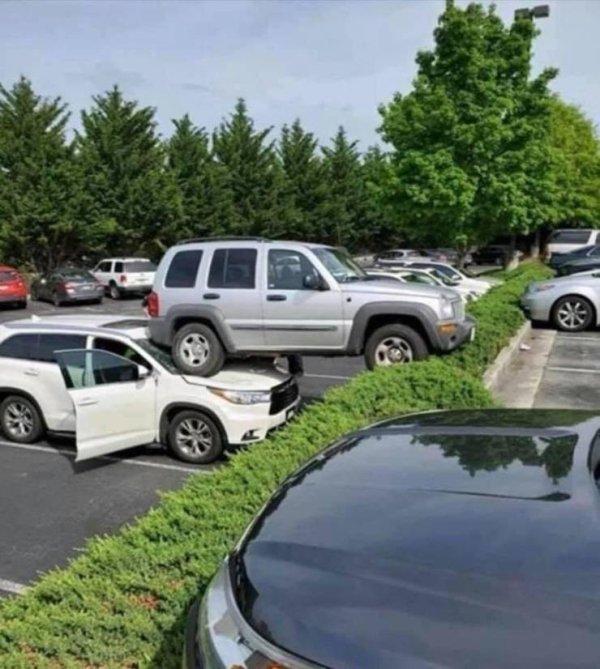 coches en un mal día camioneta sobre otra camioneta