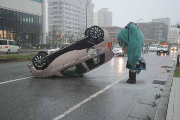 coches en un mal día volteado
