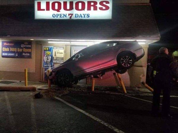 coches en un mal día mal estacionado