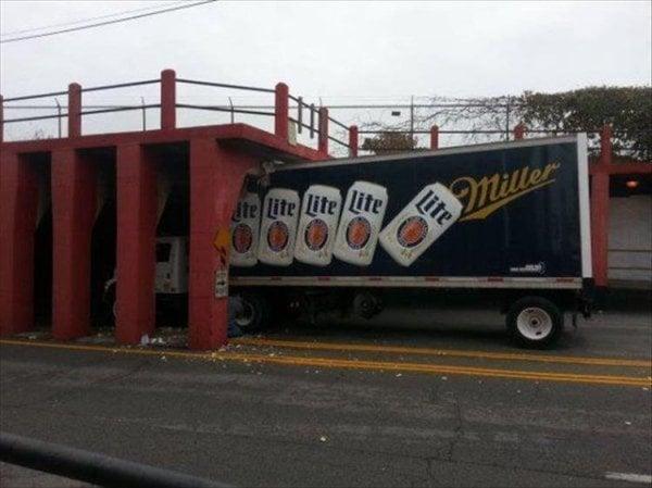 coches en un mal día camión de cervezas