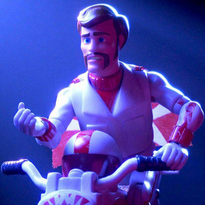 duke caboom el personaje de toy story 4 intepretado por keanu reeves