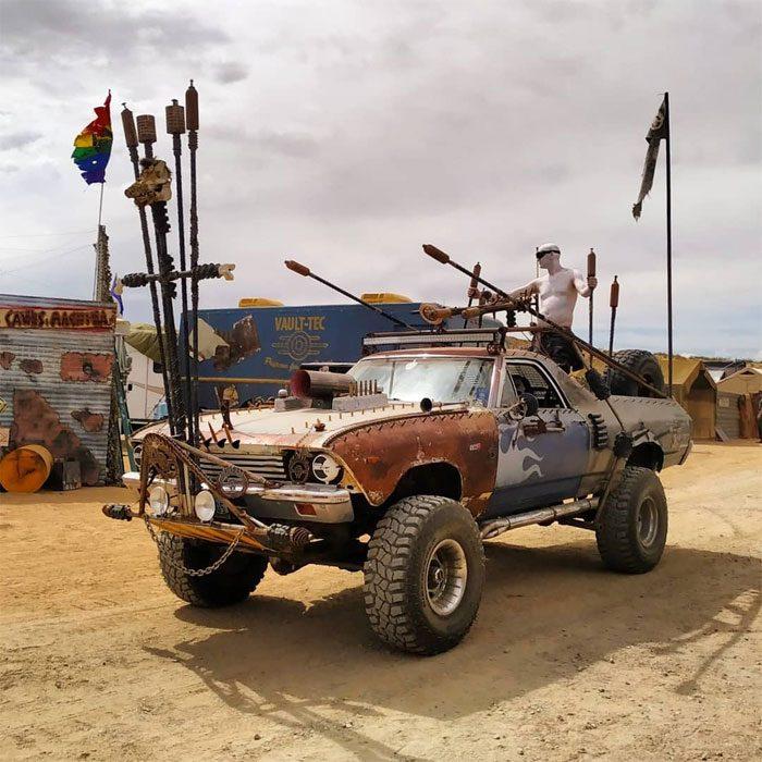 ahoracolor 700x700 #Wasteland: El asombroso festival temático de Mad Max es arte, desierto y música (Fotografías)