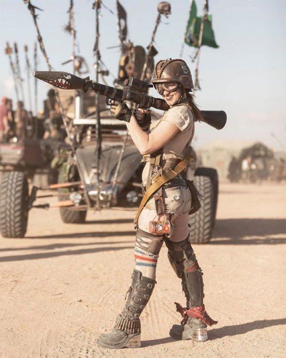 alanza 560x700 #Wasteland: El asombroso festival temático de Mad Max es arte, desierto y música (Fotografías)