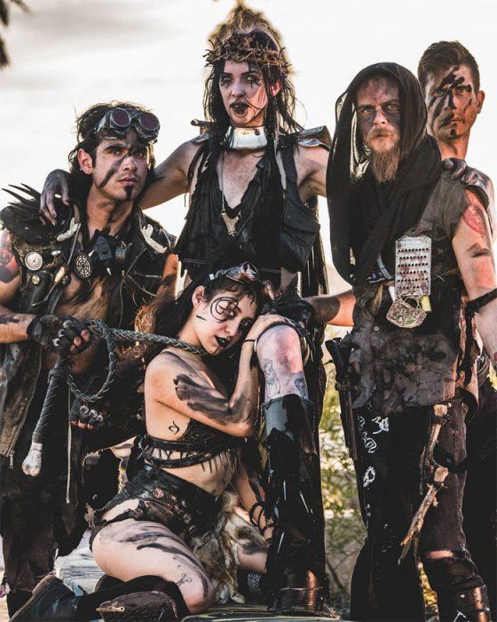 conlachisa 560x700 #Wasteland: El asombroso festival temático de Mad Max es arte, desierto y música (Fotografías)