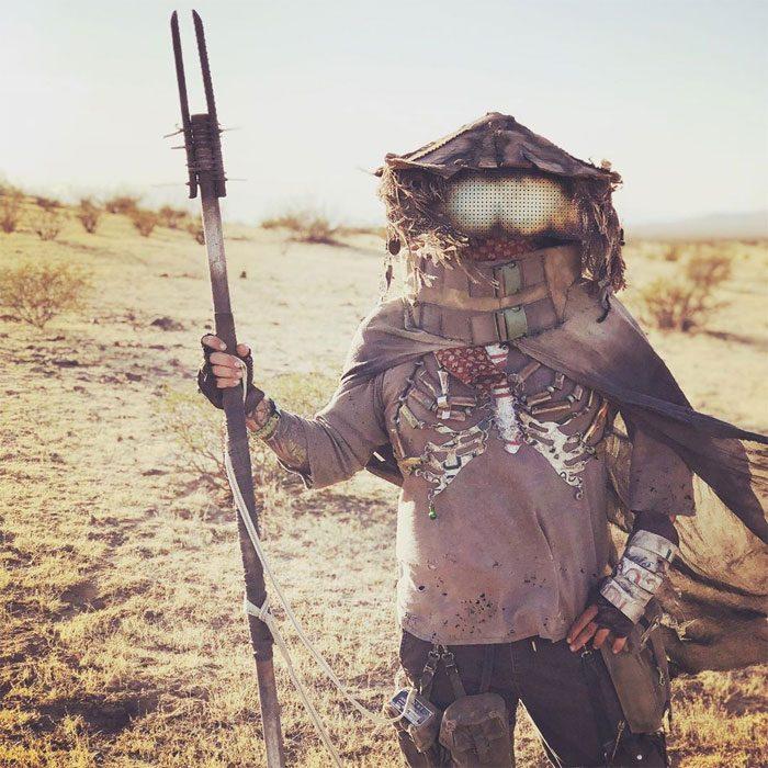 fal1 700x700 #Wasteland: El asombroso festival temático de Mad Max es arte, desierto y música (Fotografías)