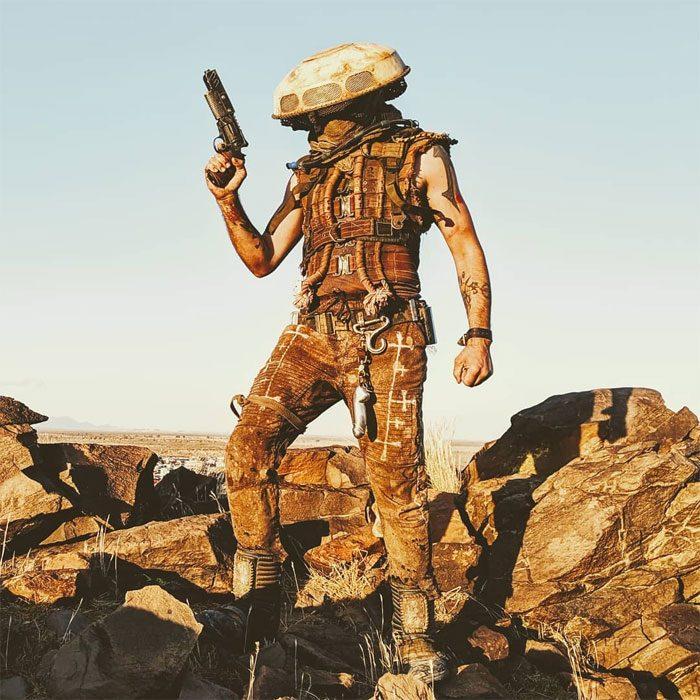 fal2 700x700 #Wasteland: El asombroso festival temático de Mad Max es arte, desierto y música (Fotografías)