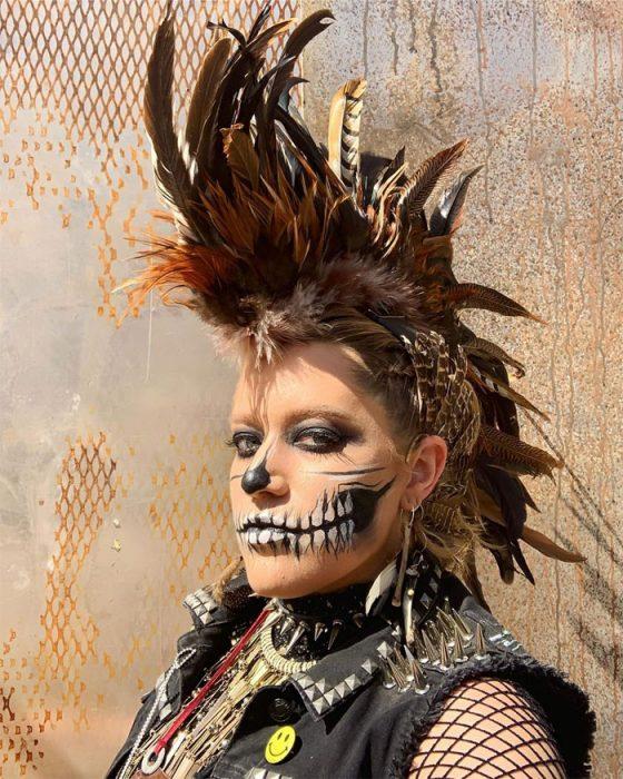 mmcala 560x700 #Wasteland: El asombroso festival temático de Mad Max es arte, desierto y música (Fotografías)