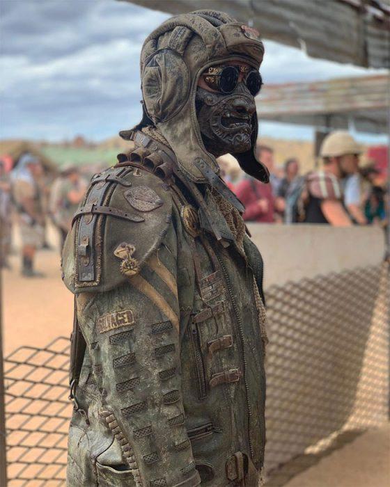 mmm 560x700 #Wasteland: El asombroso festival temático de Mad Max es arte, desierto y música (Fotografías)