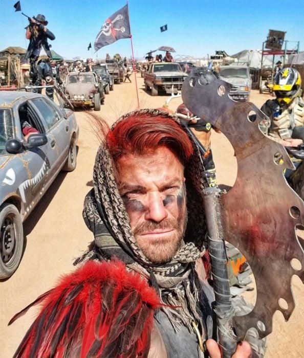 todungeuree 594x700 #Wasteland: El asombroso festival temático de Mad Max es arte, desierto y música (Fotografías)