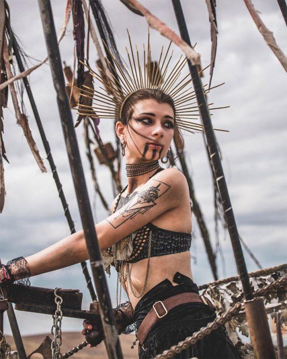 uanbon 560x700 #Wasteland: El asombroso festival temático de Mad Max es arte, desierto y música (Fotografías)